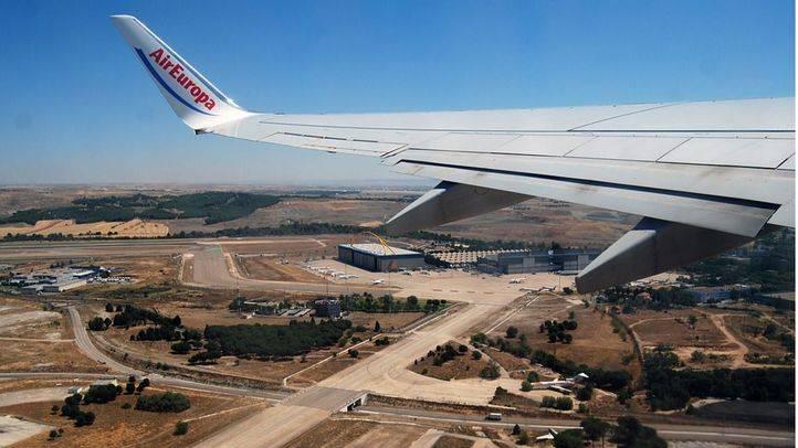 Un avión de AirEuropa despega en las pistas del aeropuerto Adolfo Suarez Madrid Barajas. (Archivo)