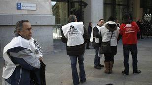 La PAH se concentra pide explicaciones sobre la Oficina de Intermediación Hipotecaria
