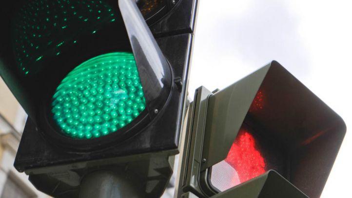 Una red de semáforos en travesías para reducir los atropellos