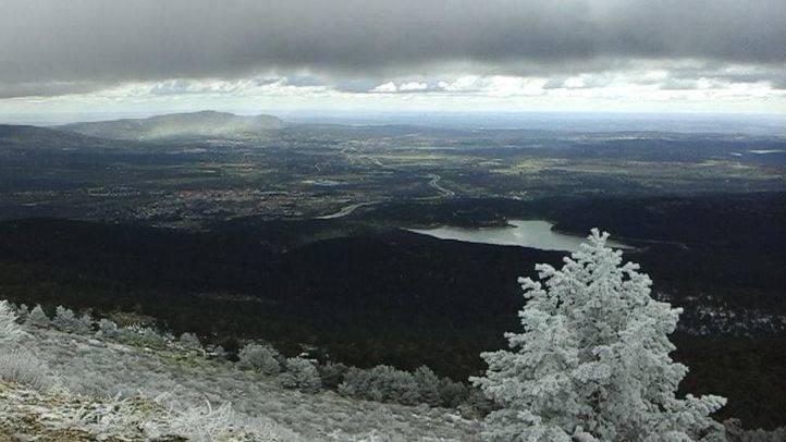 La nieve en la sierra obliga a cortar la C9 entre el puerto de Navacerrada y Cotos