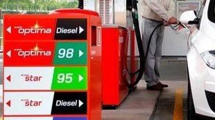 Más de 72.700 conductores se equivocan al echar combustible al año