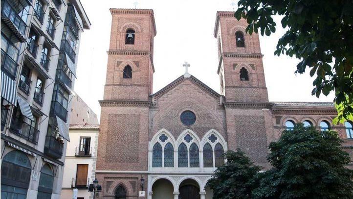 Fachada principal de la iglesia de Nuestra Señora de la Paloma