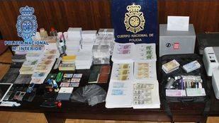 Dos detenidos por estafar 13.500 euros con billetes tintados