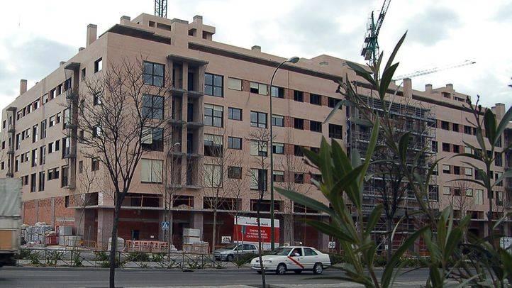 La Comunidad estudia adquirir o alquilar viviendas vacías de los bancos para aumentar los pisos sociales