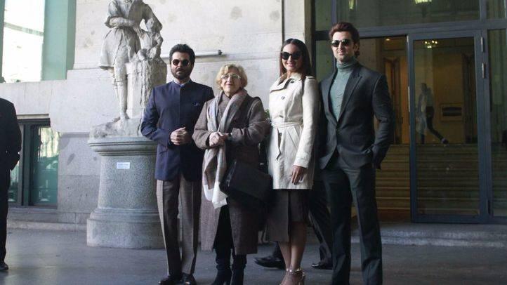 Manuela Carmena y tres actores de Bollywood
