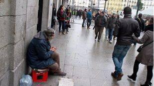 La Policía busca a los hinchas del PSV que humillaron a las mendigas