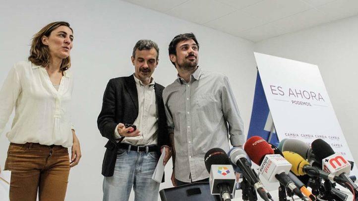 Jose Manuel López, Lorena Ruiz-Huerta y Ramón Espinar durante la rueda de prensa  para valorar los resultados electorales en la Comunidad de Madrid de Podemos (archivo)