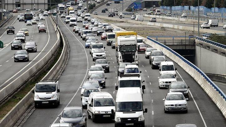 Los conductores madrileños perdieron 96 horas en atascos en 2015