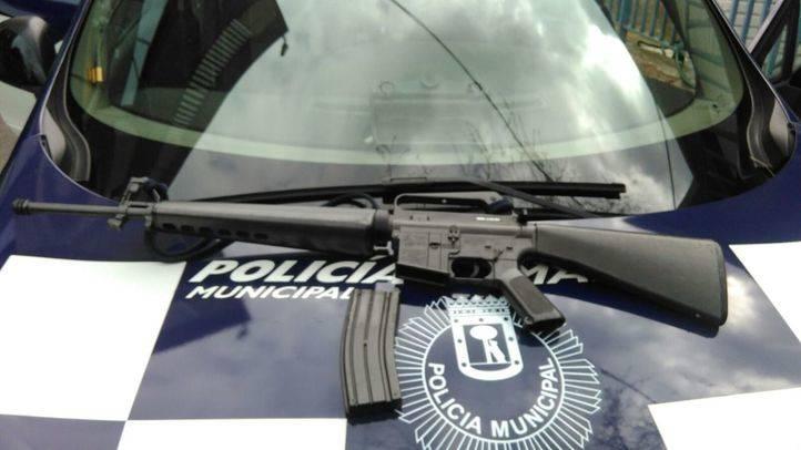 Detenido un hombre tras acercarse a una comisaría con un rifle de imitación