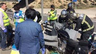 Herido grave un motorista al chocar contra una quitamiedos en la A-4