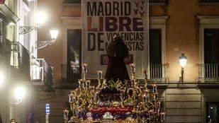 'El Pobre' recorre la capital entre veneración