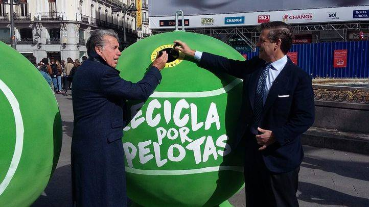 Ecovidrio instala 40 contenedores con forma de pelota de tenis gigante