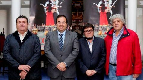 Presentación de la ópera Carmen a finales de año con el alcalde de Leganés, Santiago Llorente, y el concejal de Cultura y Festejos, Luis Martín de la Sierra.