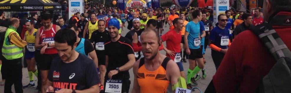 Miles de corredores en una Media Maratón que corta el centro
