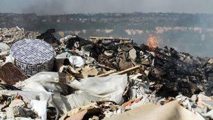 Incendio en un vertedero ilegal en Rivas-Vaciamadrid.