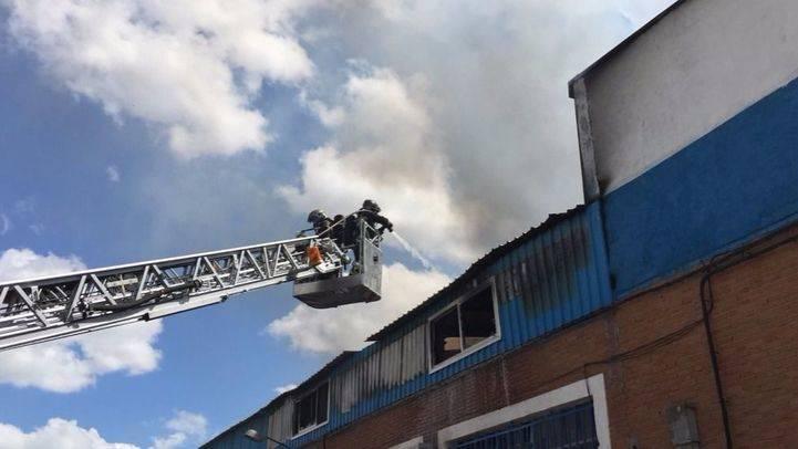 Cinco intoxicados por humo en el incendio de una nave en la que se ubica el Centro Islámico de Humanes