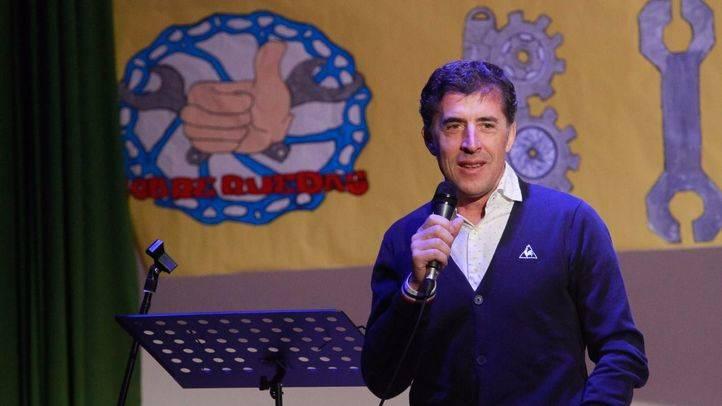 Pedro Delgado inaugura un taller de bicis dirigido por alumnos con discapacidad