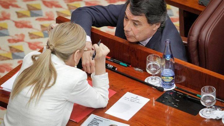 Cifuentes concederá la Gran Cruz del 2 de Mayo a González aunque plantea retrasarla