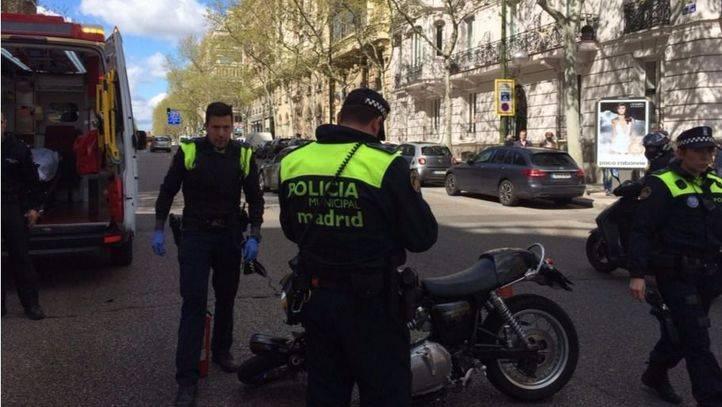 Muere un motorista al chocar contra un vehículo en la calle Velázquez
