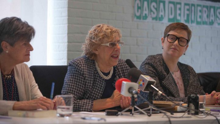 Carmena durante la presentación del libro Celia en la Revolución en la biblioteca municipal Eugenio Trías del parque del Retiro