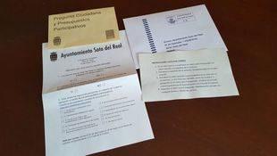 Papeletas para la consulta organizada por el Ayuntamiento de Soto del Real