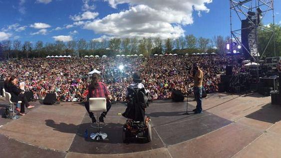 Carmena insiste en pactar mientras Podemos moviliza a los suyos en un festival en Madrid