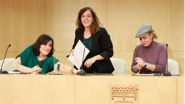 Celia Mayer, concejal-delegada del área de cultura del Ayuntamiento de Madrid, y Esther Gómez, concejal-presidente del distrito de Carabanchel, han presentado en rueda de prensa el programa de las Fiestas de San Isidro 2016.