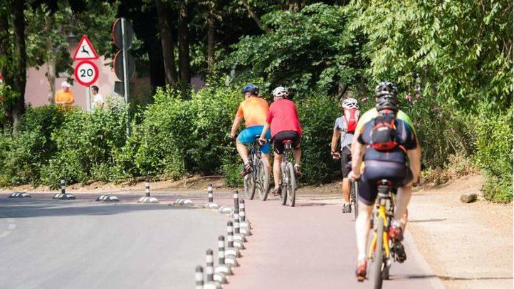 Ciclistas en la Casa de Campo de Madrid.