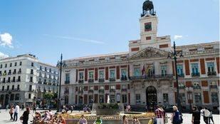 El Ayuntamiento espera el nuevo mobiliario de Sol mientras la Comunidad pide un plan integral para la plaza
