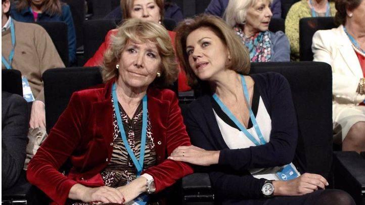Esperanza Aguirre y Maria Dolores de Cospedal charlan al incio de la convenci�n nacional del Partido Popular. (Archivo)