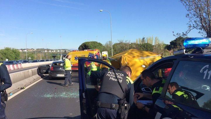 Muere un motorista tras chocar contra un coche en la A-6