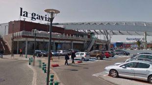 Tres encapuchados asaltan una tienda del centro comercial La Gavia
