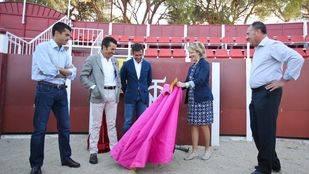 Esperanza Aguirre visita la Escuela Taurina de Madrid en la Venta de El Bat�n (Archivo)
