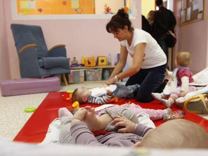 El Ayuntamiento de Madrid saca sus escuelas infantiles de la red regional, baja tarifas y se abre al cheque guarder�a