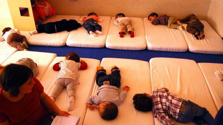 El Ayuntamiento de Madrid saca sus escuelas infantiles de la red regional, baja tarifas y se abre al cheque guardería