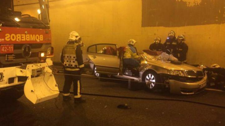 Los bomberos rescatan a un hombre atrapado en el túnel de Guadarrama