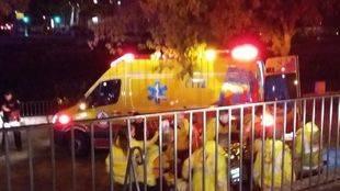 Los servicios de emergencias atienden al hombre herido en Ribera de Manzanares