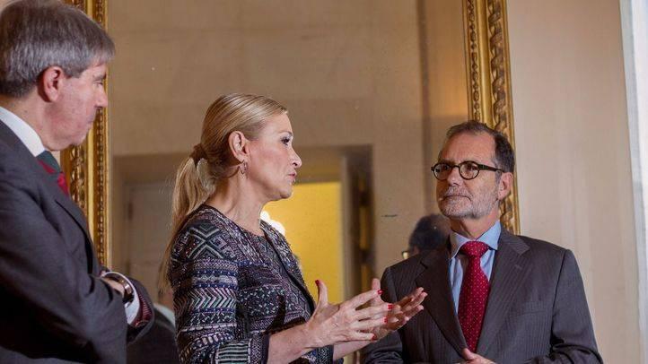 Cristina Cifuentes junto a Francisco Javier Vieira, presidente del Tribunal Superior de Justicia. (Archivo)