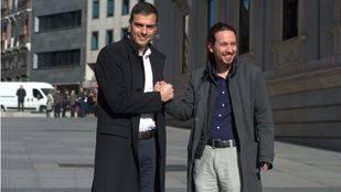 Pedro Sánchez y Pablo Iglesias durante la reunión en el Congreso (Archivo)