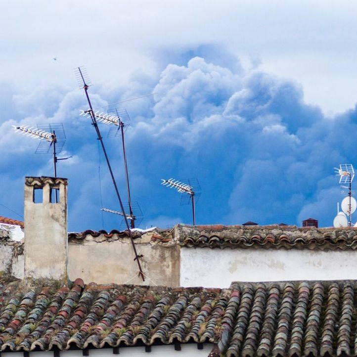 Columna de humo visible desde Pinto