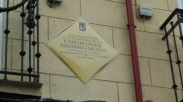 Placa en homenaje a Carlos Palomino.