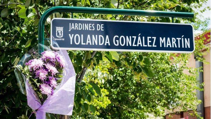 El Ayuntamiento repone la placa a Yolanda González que había sido vandalizada