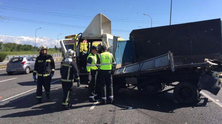Dos muertos al ser arrollados cuando reparaban un camión en la carretera