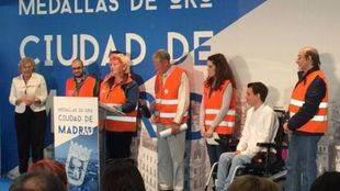La alcaldesa Manuela Carmena entrega la Medalla de Oro a Voluntarios por Madrid
