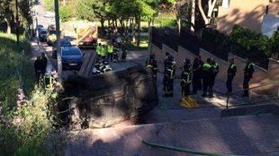 Muere una joven tras caer el coche en el que viajaba por unas escaleras en plena huida