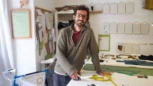 Oriol Garc�a, en su lugar de trabajo en la calle �guila, 12