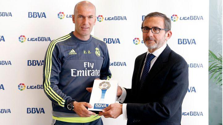 Zidane y Koke reciben el 'Premio BBVA' a mejor entrenador y jugador de la Liga BBVA en abril