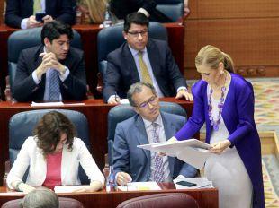 Cifuentes indigna a la oposición al acusarles de retirar 500.000 euros para limpiar el vertedero de Seseña