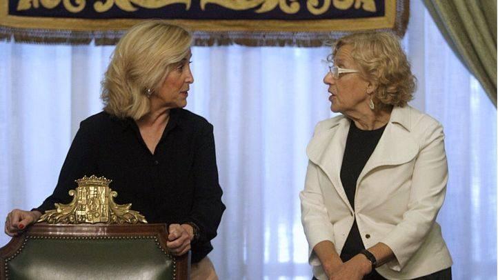 Concepción Dancausa y Manuela Carmena en un acto oficial  (Archivo)