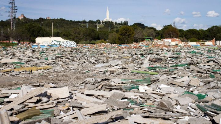 Conjunto de naves industriales en ruinas y con escombros conocida como la 'Sarajevo de Getafe' en el polígono industrial Los Ángeles.